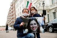 """Írán chce po Británii za propuštění ženy 12 miliard. Ministr: """"Je součástí hry na kočku a myš"""""""
