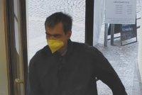 Přepadení na Smíchově! Lupič vtrhl do banky a hrozil násilím, i s penězi utekl