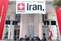 Nehoda, nebo úmysl? Tajemnice švýcarského velvyslanectví v Íránu zemřela po pádu z okna