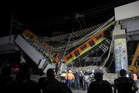 Děsivá nehoda v Mexiku: 23 mrtvých ve zdemolovaném metru, zranění jsou uvěznění v sutinách