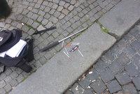 Zdrogovaná žena (30) vytáhla v centru Prahy obušek na prodavače. Ránu chtěla dát i strážníkovi