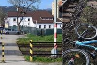 Cyklistka (19) nezabrzdila na přejezdu a narazila do jedoucího vlaku: Následky nehody všechny šokovaly
