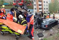Katastrofální nehoda ve Zlíně: V rozpůleném autě zůstal řidič zaklíněný hlavou dolů
