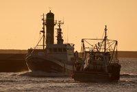 """Válka o rybolov: Francie a Británie si """"vyhrožují"""" vojenskými plavidly"""