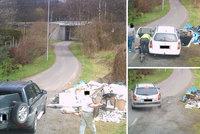 Fotopast nachytala neukázněné občany: Během 14 dní 14 lidí na černé skládce odhodilo odpad!