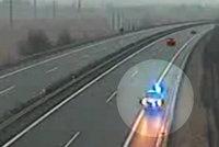 Policejní auto si to štrádovalo po dálnici v protisměru: GIBS hledá svědky!