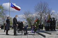 ŽIVĚ: Zeman jmenuje generály. Na Vítkově vstal z vozíku. Česko si připomíná konec války
