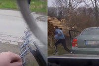 Zfetovaná posádka, hledaná dívka a ujíždějící řidič: Policie měla u hranic s Polskem napilno