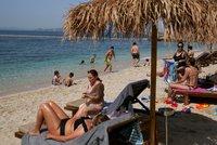 Evropské úřady varují před cestou na Rhodos či Santorini. Riziko nákazy je tam nejvyšší