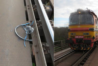 Muže (†34) srazil a zabil vlak: Neslyšel ho kvůli sluchátkům v uších