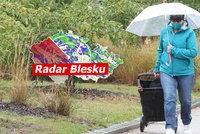 Do Česka se ženou bouřky a kroupy, hladiny řek stoupnou: Sledujte radar Blesku