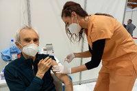 Jak se v Česku vyvíjí očkování a kde všude se očkuje? Podívejte se, jak se registrovat