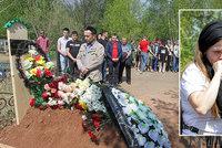 Nepopsatelný smutek v Kazani: Rodiče pohřbívají zastřelené školáky, země se zahalila do černého