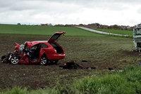 Řidička (†54) osobního auta zemřela po srážce s kamionem na Kroměřížsku, spolujezdec je v nemocnici
