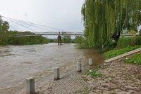 Povodňová pohotovost v Praze: Vltava klesá, město znovu otevírá náplavky i protipovodňová vrata