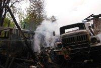 Při požáru na Jičínsku shořela historická vojenská vozidla: Škoda je 1,5 milionu