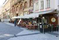 Pravidla pro předzahrádky v centru Prahy se inspirují ve Středomoří. Zmizí elektrické kabely nebo teplomety