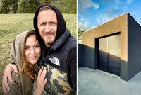 Tomáš Třeštík před rozvodem s Radkou ukázal dům: Betonová kostka připomíná garáž