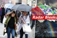 Počasí na víkend: Dvacítky nečekejte, přijde déšť i bouřky. Sledujte radar Blesku