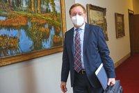 Vláda o novinkách k pandemii: Roušky v létě, testy zdarma méně často a hospody od 14. června?
