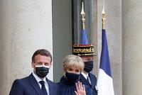 Francie ožívá: Macronovi hostili summit. Brigitte překvapila, prezident si rozvolnění užívá