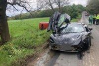 Hrůzostrašná nehoda: Sporťák za miliony vytlačil ze silnice auto s miminkem!