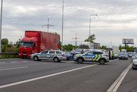 Nehoda na dálnici D46: Bouralo auto s přívěsným vozíkem