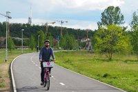 Nový povrch i osvětlení: Cyklostezku na Rohanském ostrově opravili a rozšířili