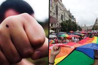 Bitka v centru Prahy. Šéfredaktora gay časopisu napadli za držení se za ruce na veřejnosti