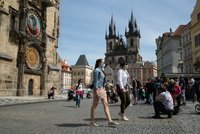 Cizinci s pobytem v Česku musí mít zdravotní pojištění jen u VZP, rozhodli poslanci