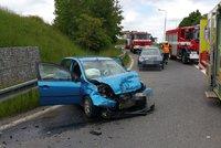 Na Pražském okruhu bourala dvě auta. Nehoda zablokovala sjezd na Ořech