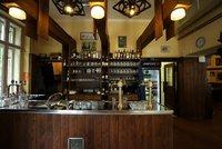 Na oběd už i dovnitř: Víkendové přípravy, lidé v Praze vyrazili do kaváren i do hospod. Návaly nebyly