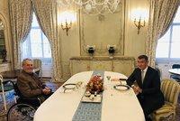 Zeman večeří s Babišem, na stole je i nedůvěra vládě. Hamáčka přijme na Hradě v úterý