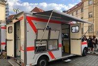 """Mobilní ošetřovny pomůžou drogově závislým v """"Sherwoodu"""". Na nákup přispěl pražský magistrát"""