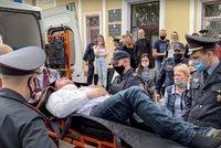 Mučený odpůrce běloruského režimu se podřezal v soudní síni. Tragédii sledovali rodiče