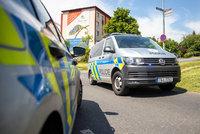Smrt na zastávce v Brně: Auto srazilo ženu, která seděla na lavičce