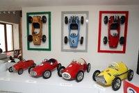 Opřete se do pedálů! V unikátním pražském muzeu vystavují přes 100 šlapacích autíček