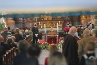 Dojemný pohřeb socioložky a disidentky Jiřiny Šiklové (†85): Vyprovodil ji kněz Halík i pravnoučata