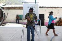 Useknuté hlavy v hlasovacích místnostech: Nejméně 90 politiků se voleb v Mexiku nedožilo