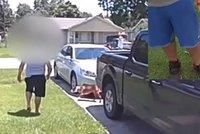 Cyklistka střílela z pistole na rozdováděné štěňátko: Málem zabila svého syna (5)