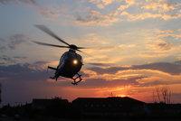 V Újezdu nad Lesy srazilo auto chlapce (11) na kole: Vrtulníkem putoval do nemocnice