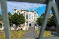 Kubistický skvost pod Vyšehradem je na prodej! Chráněná Kovařovicova vila byla rezidencí i školkou