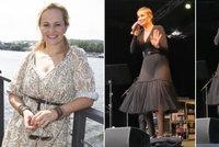 Monika Absolonová na prvním koncertě po rozchodu ukázala kalhotky!