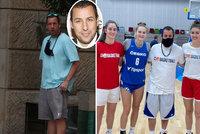 Adam Sandler je v Praze! Hvězdnou návštěvou poctil i basketbalistky
