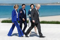 """Na summitu G7 zaujal kostýmek Johnsonovy """"vydřičky"""". Naruší večerní grilování politika?"""