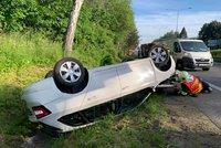 Řidič kamionu opakovaně narážel u Liberce zezadu do auta! V příkopu se převrátilo na střechu