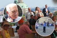 Zákulisí Klausovy oslavy: Exmanželky synů, zástupy VIP hostů a bizarní tanec