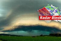 Bouřky se řítí na Česko: Můžou vznikat i nebezpečné supercely. Sledujte radar Blesku