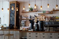 Restrikce se vrátí, říká kavárnice. Podnik trvale zavřela, nad odškodněním si povzdechla