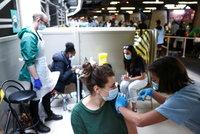 Testy dovolenkářů: Po návratu domů by na ně měli jít i očkovaní, míní česká vědkyně v Anglii